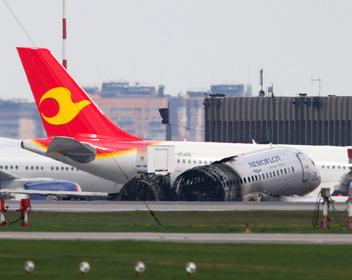 «К нам много вопросов, и у нас много». Глава «Аэрофлота» прокомментировал расследование крушения SSJ100