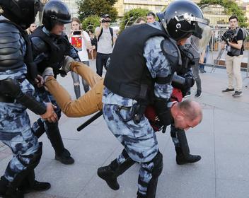 СК за три недели завершил расследование пяти уголовных дел по протестам в Москве