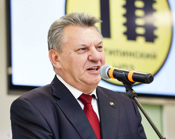 Бывший гендиректор Антипинского НПЗ потребовал почти $12 млн «золотого парашюта»