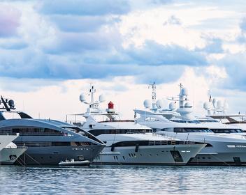 «Вообще весь рынок стоит»: что происходит с индустрией яхт и частных джетов из-за коронавируса