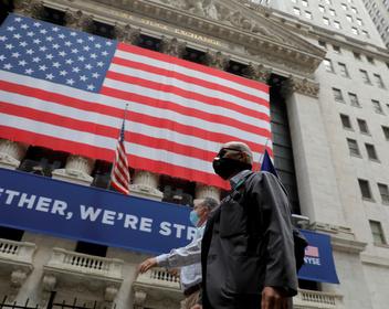 «Страх парализует систему»: что общего между эпидемией и финансовым кризисом