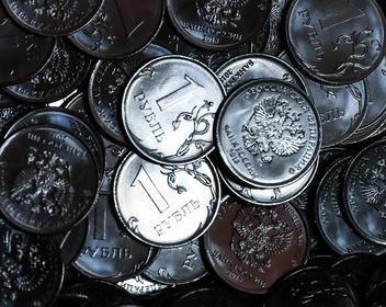Ниже 73 за доллар: экономисты улучшили прогнозы по курсу рубля