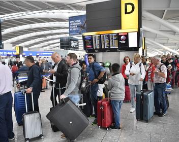 В британских аэропортах могут отменить ограничения на провоз жидкостей в ручной клади