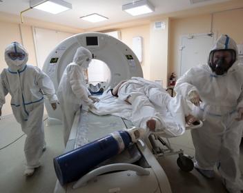 Власти объяснили эпидемией коронавируса лишь половину скачка смертности в мае