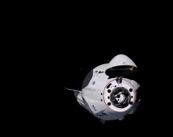 Первый корабль SpaceX с астронавтами совершил стыковку с МКС