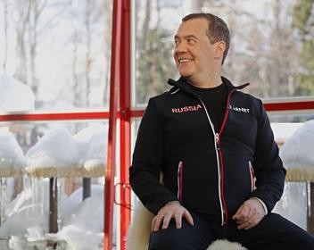 «Это все-таки была очень длительная, сложная работа»: Медведев назвал причины отставки правительства