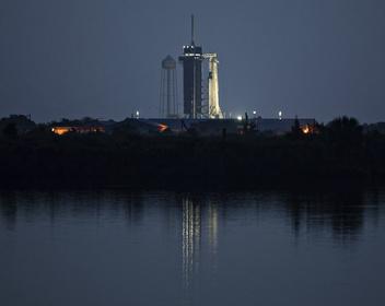 «Новая эра»: SpaceX впервые запустила корабль c астронавтами к МКС
