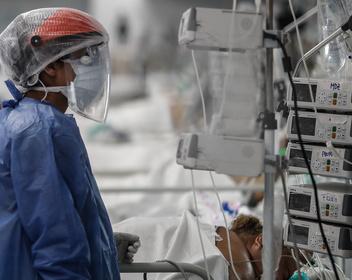 «У вируса есть одна большая хитрость»: ученые нашли возможную причину самых тяжелых случаев COVID-19