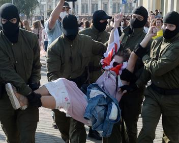 На женском марше в Минске задержали несколько десятков человек