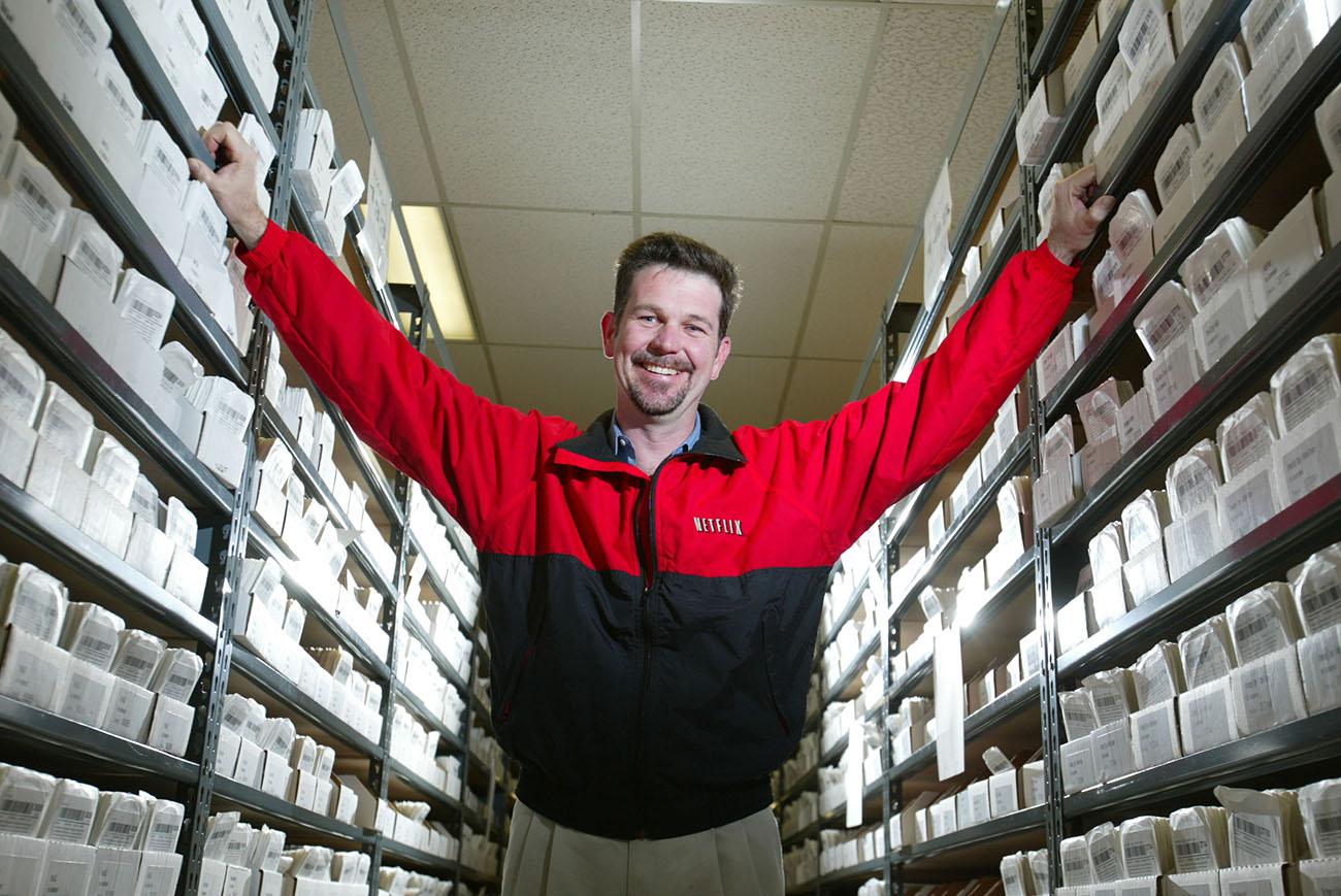 Рид Хастингс построил гиганта на базе 14 миллионов подписчиков в США, которые когда-то брали напрокат DVD-диски.