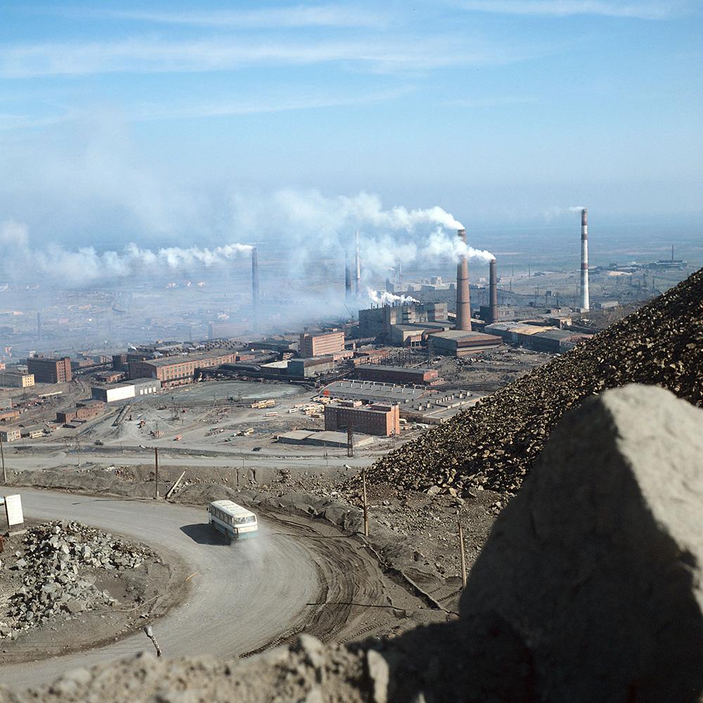 Никелевый завод в Норильске, 1982 год.