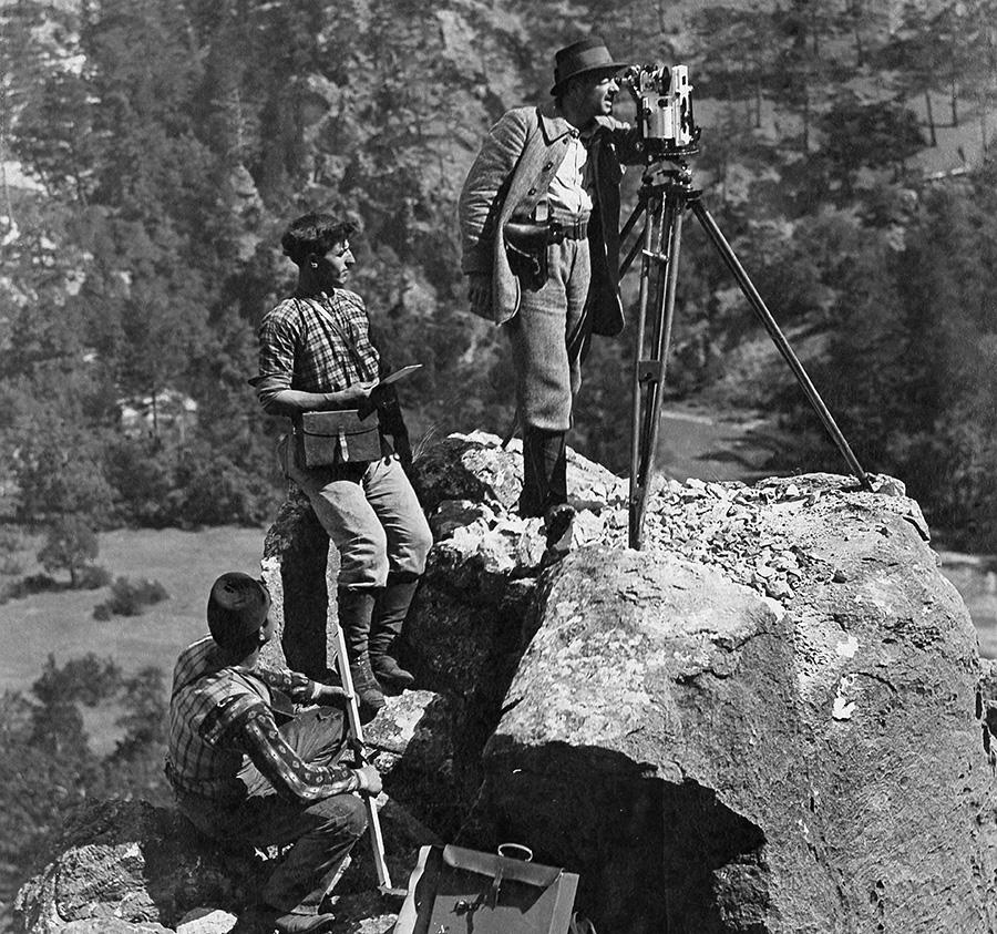 Подготовка к строительству тоннеля для Багдадской дороги в горах. 1915 год ( Getty Images )