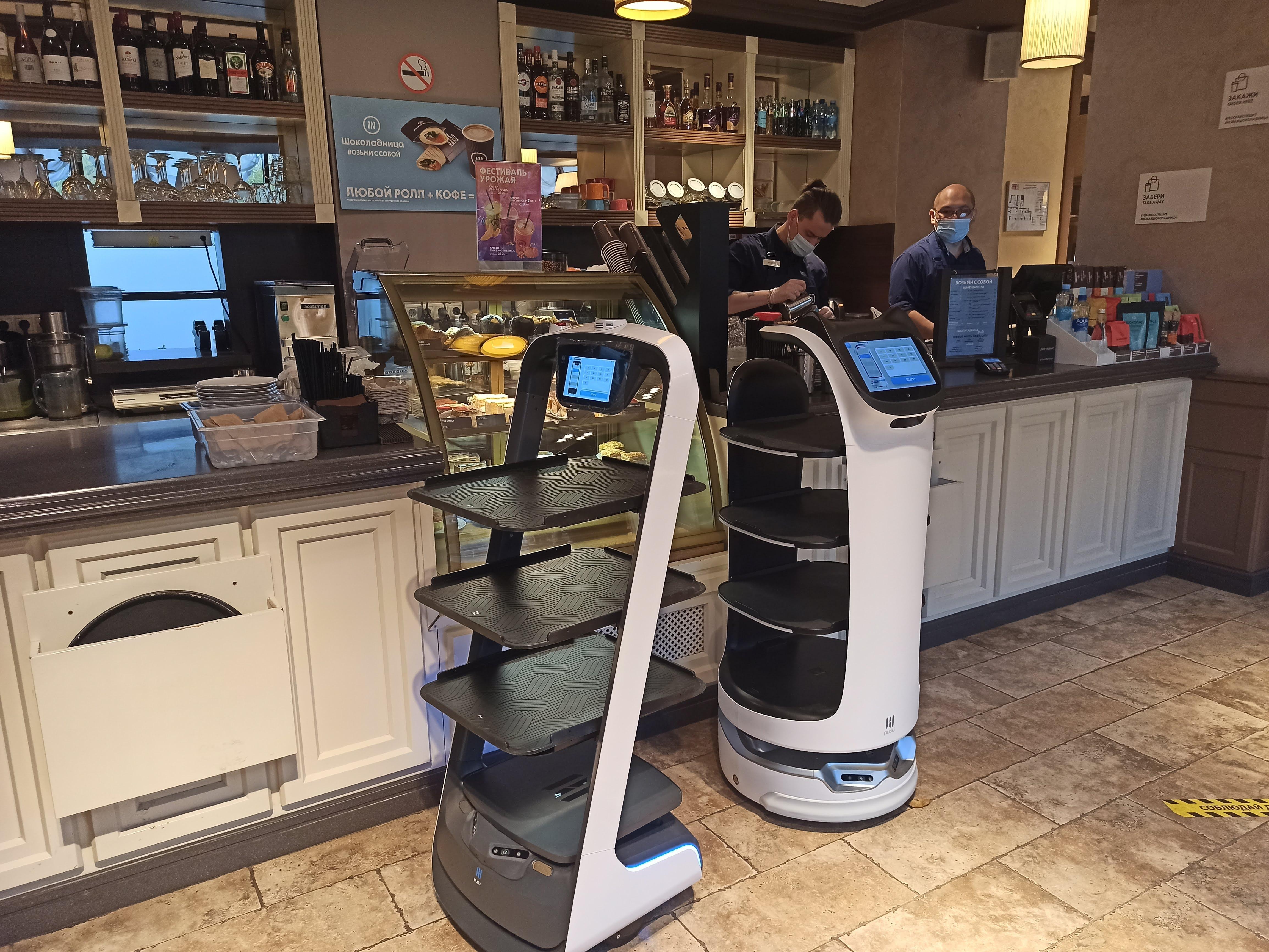 Официанты-роботы в «Шоколаднице»