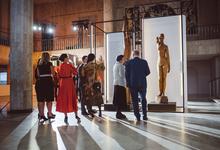 В музее — ели. И платили, кто 300 000 рублей, кто полтора миллиона