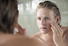 Не потерять лицо: пять действенных косметических средств для мужчин