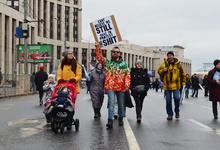 Свобода, равенство и мемы: лица и плакаты митинга в защиту интернета