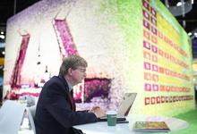 100 тысяч роз и робот за €30 000. Как компании рекламировали себя на Петербургском форуме