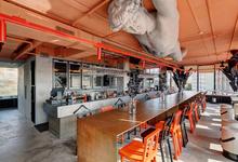 Апероль, креветки и кочегары: лучшие бары и рестораны этой осени по версии Forbes Life