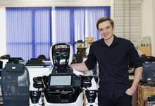 Слава под колесами Tesla: как пермяк Олег Кивокурцев придумал самого известного робота из России