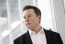 «Добиться успеха — это как пытаться грызть стекло»: Илон Маск выступил на форуме в Краснодаре
