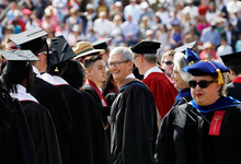 «Оставьте после себя что-то стоящее»: речь Тима Кука перед выпускниками Стэнфорда