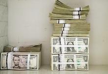 Минфин закупит в июне рекордный объем валюты. Что будет с рублем?