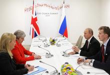 «Ледяное рукопожатие, каменное лицо». Как прошла первая за три года встреча Путина и Мэй
