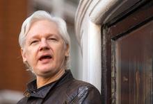 Основатель Wikileaks Джулиан Ассанж арестован в Лондоне. С 2012 года он укрывался в посольстве Эквадора