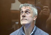 «Обстоятельства изменились». Майкла Калви отпустили из СИЗО под домашний арест