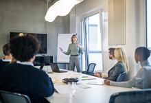 «Если корабль тонет, зовите женщину»: в каких случаях компании нужна руководительница