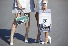 Одним выстрелом: почему Chanel отказывается от натурального меха