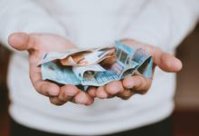 Россиян выдавливают из евро: банки вводят комиссии за хранение сбережений в европейской валюте