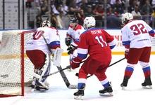Кто из бизнесменов сразился в хоккей с Путиным и пропустил 9 шайб президента