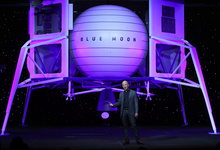 Богатейший человек планеты представил ракету и модуль для полетов на Луну