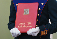 Володин предложил Путину проанализировать актуальность Конституции