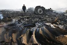 Семья погибшего пассажира рейса MH17 подала иск к Сбербанку и ВТБ