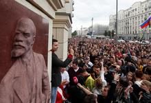 «Собянин, выходи»: сотни человек вышли протестовать против фальсификаций на выборах в Мосгордуму