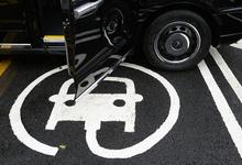 Малый газ. Почему автомобилисты не хотят экономить на топливе