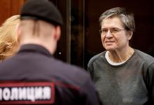 «Чего здесь такого?»: Сечин впервые явился в суд по делу Улюкаева