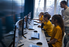 Команда молодости. Зачем бизнес вкладывается в образование школьников