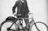 Карл Хэдстром с первым прототипом мотоцикла Indian
