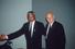 Президент ЮАР Фредерик Виллем де Клерк выпустил Манделу из тюрьмы. В 1993 году он и Мандела получили Нобелевскую премию мира