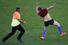 Стюард ловит болельщика, выскочившего на поле во время финала ЧМ-2014