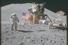 Джеймс Ирвин салютует флагу США. На заднем плане 4-километровая гора Хэдли Дельта