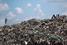 На фото: ноябрь 2015 года. Свалка в Найроби (Кения). Для многих жителей Найроби эта свалка - единственный способ заработать: они ищут отходы, пригодные для переработки.