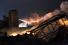 Представитель экстренных служб Техаса также сообщил, что пожарным пока не удается потушить пламя, в том числе из-за токсичного дыма, сильного ветра и риска повторного взрыва.