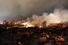 После взрыва на территории завода горит один из резервуаров с сухим аммиаком. Рядом с ним находится второй резервуар с аммиаком, из-за угрозы взрыва которого и возможной утечки опасного вещества власти штата приняли решение эвакуировать жителей из зоны в