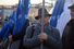 Участники митинга раздают атрибутику на Васильевском спуске