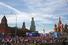 Общий вид на Васильевский спуск, заполненный участниками митинга, со стороны Большого Москворецкого моста