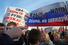 Участники митинга призывают президента США Барака Обаму брать пример с его великого предшественника на посту Франклина Рузвельта, участника знаменитой Ялтинской конференции